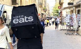 Le 8 octobre 2019, illustration d'un livreur Uber Eats à Bordeaux