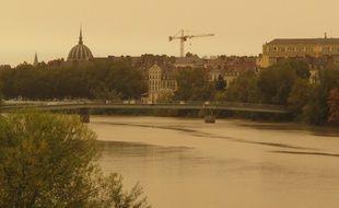 Le ciel jaune à Nantes, ce lundi après-midi (sans filtre!)