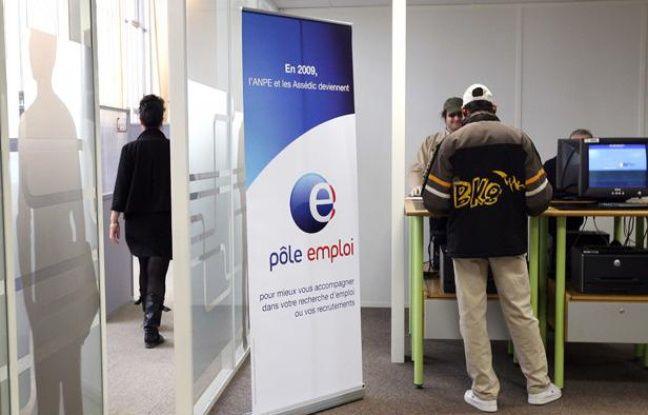 A l'agence Pôle Emploi de Saint-Ouen en région parisienne.