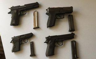Les armes saisies par la douane chez un particulier dans les Ardennes.