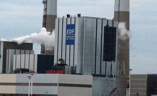 La centrale à charbon EDF du Havre a été évacuée lundi matin à la suite d'un incendie qui s'est déclaré dans la salle des machines d'une tranche de cet établissement, a-t-on appris auprès de la direction.
