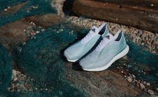 Adidas a présenté le 30 juin 2015 un concept de chaussures fabriqué à partir de déchets plastiques issus des océans