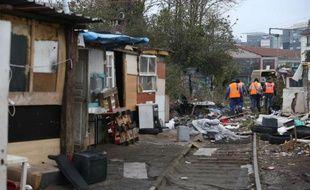 """Le maire UMP de Roquebrune-sur-Argens (Var), Luc Jousse, s'en est violemment pris aux Roms au cours d'une réunion publique le 12 novembre, regrettant que les secours aient été appelés """"trop tôt"""" pour éteindre un incendie qui s'était déclenché dans un camp."""