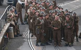 "Christopher Nolan poursuit son film  ""Dunkirk"" dans le port de Weymouth, en Angleterre."