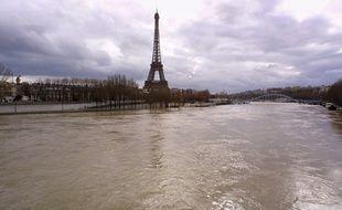 vue des quais de Seine inondés, prise le 23 mars 2001 à Paris, en raison de la crue du fleuve