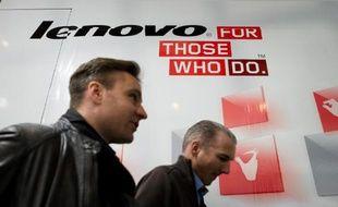 L'action Lenovo a souffert jeudi après l'annonce du rachat à Google des smartphones de Motorola pour 2,91 milliards de dollars, un échec pour le géant de l'internet qui l'avait acquis à prix d'or il y a deux ans, et un pari risqué pour le groupe chinois.