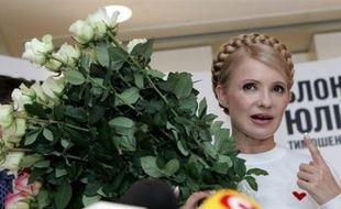 """Ioulia Timochenko, égérie de la Révolution orange, le mouvement populaire qui avait porté au pouvoir le président Iouchtchenko en 2004, a accusé le Parti des Régions de """"falsifier ouvertement"""" les résultats, dans une déclaration citée par l'agence Interfax."""