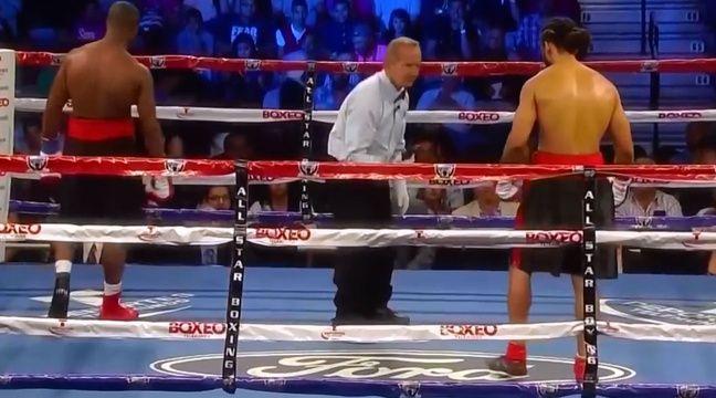 video un boxeur fait tomber son t l phone de son short en plein combat. Black Bedroom Furniture Sets. Home Design Ideas