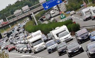 Les usagers des autoroutes se disent satisfaits du réseau français en lui accordant en moyenne la note de 8/10 sur des critères comme l'état de la chaussée, les conditions de circulation ou la sécurité des aires de services, selon une enquête pour l'Association des Sociétés Françaises d'Autoroutes (Asfa).