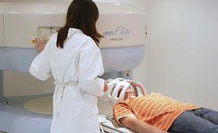 Un patient passant une IRM.