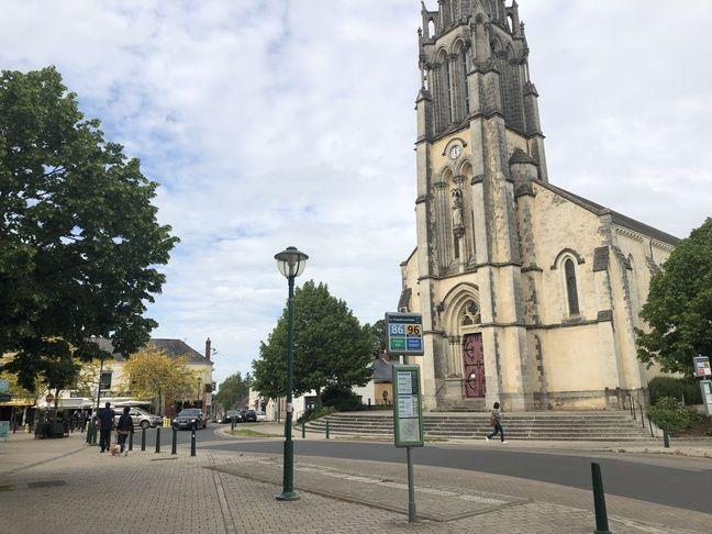 La place de l'église à La Chapelle sur Erdre