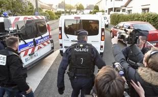 Arrivée d'Hubert Caouissin pour une reconstitution sur les lieux du crime, lundi 29 avril 2019.