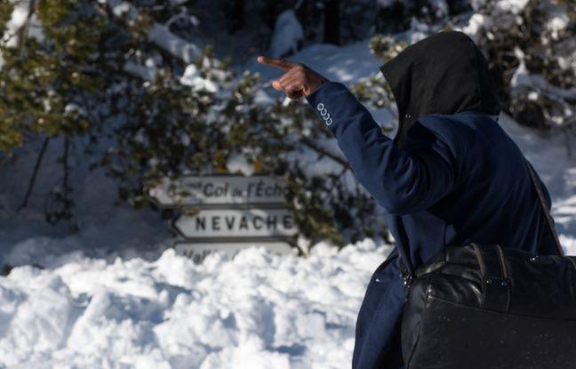 Alpes: Des militants d'extrême-droite tentent de «bloquer» un col où passent des migrants