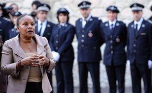 """La ministre de la Justice, Christiane Taubira, a exposé mardi à la prison des Baumettes à Marseille sa vision d'une politique pénitentiaire rénovée, incluant des projets immobiliers pensés et """"des peines efficaces, générant de la sécurité""""."""