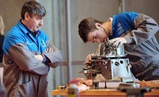 """La """"génération Y"""" des moins de 30 ans n'est pas très bien perçue par les salariés plus âgés qui jugent ses représentants plus ambitieux et individualistes, et moins efficaces et motivés, selon un sondage Ipsos."""