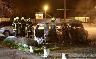 Plusieurs véhicules ont été incendiés à Grenoble (photo du 3 mars 2019)
