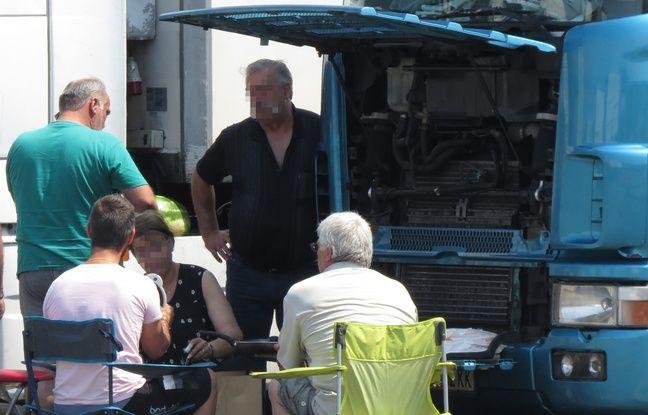 Routier près d'une cafétéria à Marck près de Calais