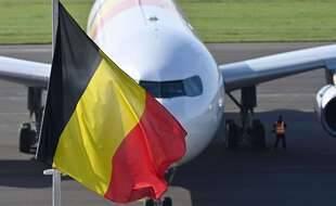Un avion belge avec à son bord des personnes évacuées d'Afghanistan, à l'aéroport militaire de Melsbroek le 25 août 2021.