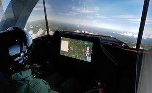 Aux commandes d'un avion de chasse F35 dans le simulateur d'AviaSim.