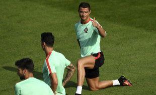 Cristiano Ronaldo à l'entraînement avec le Portugal, à Marcoussis, le 9 juin 2016.