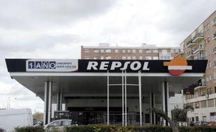"""Les tensions entre l'Espagne et l'Argentine se sont brusquement aggravées vendredi, Madrid dénonçant comme une """"agression"""" la possible nationalisation par Buenos Aires d'YPF, filiale du géant pétrolier hispano-argentin Repsol YPF."""