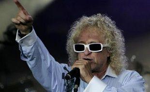 Le chanteur Michel Polnareff en concert, le 14 juillet 2007 à Paris