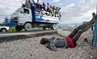La psychose du choléra semblait s'installer mercredi en Haïti où un centre de traitement de Médecins sans frontières a été attaqué, tandis que l'OMS avertissait que le pire de l'épidémie, qui a fait près de 300 morts, n'était pas encore passé.
