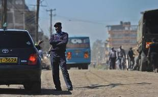Un policier kenyan à Nairobi le 9 avril 2014