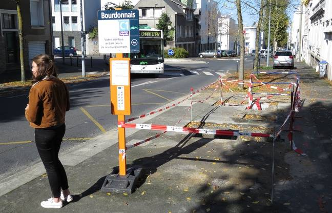 Un abribus en cours de remplacement à Nantes.