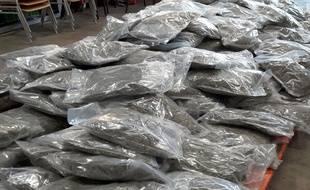 La drogue était soigneusement conditionnée dans 196 sachets.