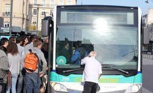 Un des rares bus qui circulaient ce jeudi 26 mai à Rennes.