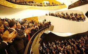 Quoi ? Personne n'a dit à François Hollande et à ses ministres qu'il était interdit d'applaudir dans un concert lors de l'inauguration de la Philharmonie ?!!