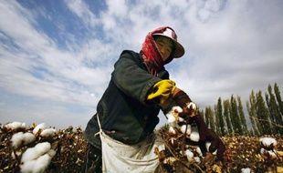 La planète peine à approvisionner la gigantesque industrie textile chinoise  en coton, dont les cours 9848d2e5721b
