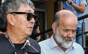 Newton Ishii (à gauche) lors de l'arrestation de Joao Viccari, le trésorier du Parti des Travailleurs, en avril 2015.