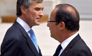 Le gouvernement, souvent accusé de ne pas tailler suffisamment dans les dépenses pour s'attaquer au déficit public, a en fait discrètement serré la vis par rapport aux engagements de campagne du président François Hollande.