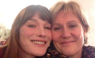 Capture d'écran Twitter: Carla Bruni-Sarkozy et Nadine Morano posent pour un «selfie» à Nancy le 4 février 2014.