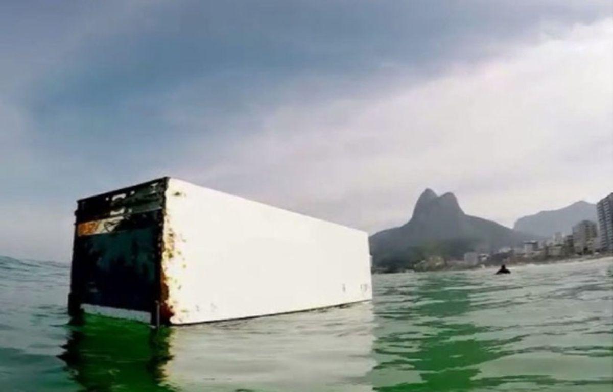 Le surfeur brésilien Marcu Schaefer a fait une drôle de rencontre la semaine dernière sur l'eau. – @MarcusSchaefer