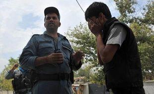 Un adolescent kamikaze a tué au moins six personnes, surtout des enfants, à proximité du QG de l'Otan en plein coeur de Kaboul, un attentat qui illustre à nouveau l'impossibilité pour les Afghans de sécuriser leur pays à deux ans du départ des forces étrangères.