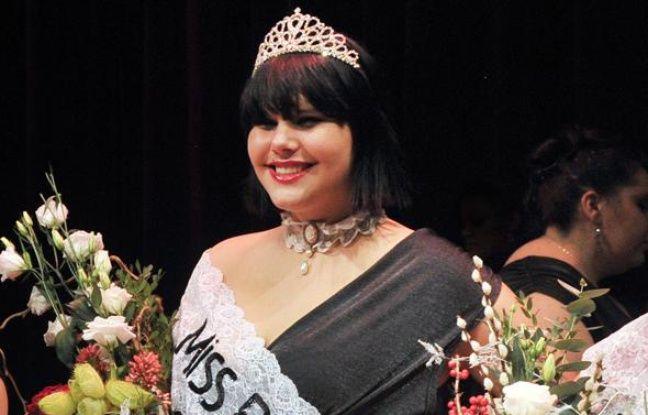 Marion Bogaert, une jeune femme de 19 ans originaire de la Roche-sur-Yon, a été élue Miss Ronde France 2011, le 11 décembre 2010 à Calais.