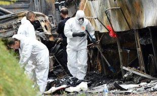Des enquêteurs de l'IRCGN sur le site de l'accident de Puisseguin le 24 octobre 2015