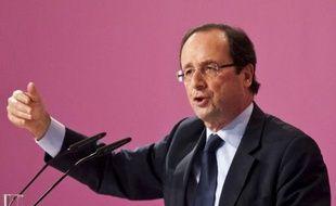 """Le candidat socialiste à la présidentielle François Hollande a vu mardi une """"illusion"""" dans le nouveau traité européen préconisé par la France et l'Allemagne pour imposer une discipline budgétaire aux Etats de la zone euro."""