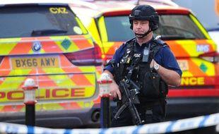 Un policier à Londres suite à l'attaque terroriste