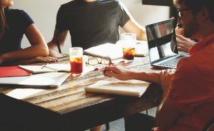 Les applications de travail collaboratif permettent une organisation moins hiérarchique.