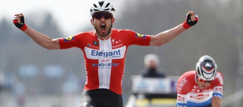 Kasper Asgreen a devancé Van der Poel au sprint sur le tour des Flandres.