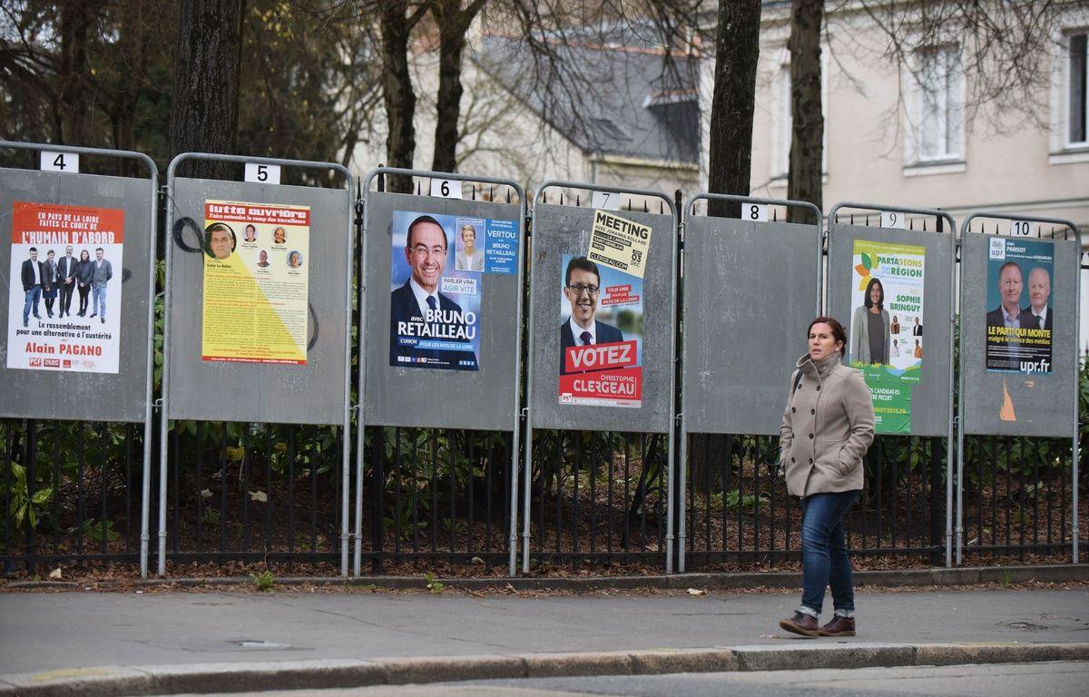 Panneaux électoraux à Nantes, le 01 12 2015./SALOM-GOMIS_1847.17/Credit:SALOM-GOMIS/SIPA/1512011855 – SIPA
