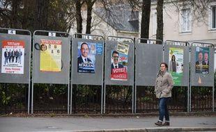 Panneaux électoraux à Nantes, le 01 12 2015./SALOM-GOMIS_1847.17/Credit:SALOM-GOMIS/SIPA/1512011855