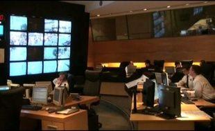 L'une des salles d'information et de commandement où la préfecture de police de Paris gère la vidéosurveillance.