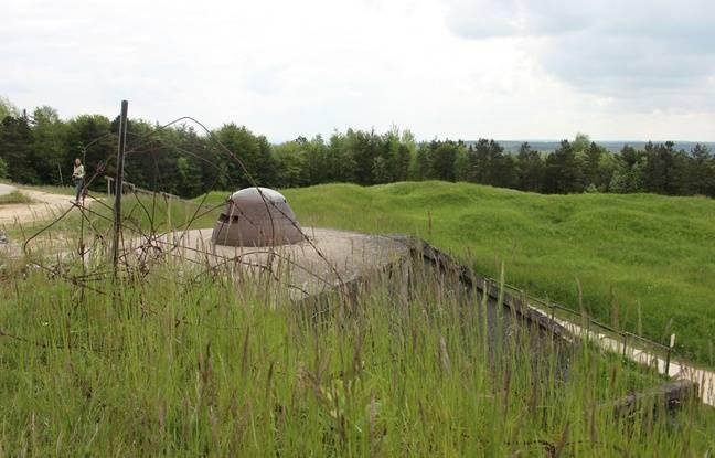 Au Fort de Douaumont, le sol porte encore les marques des obus tombés pendant la bataille de Verdun en 1916.