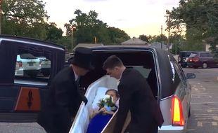 Une lycéenne est arrivé à son bal dans un cercueil
