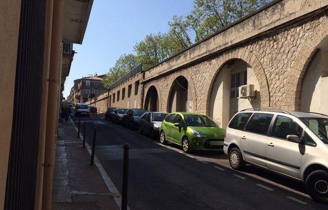 La mosquée se trouve rue de la Révolution, située tout près du port de Sète.